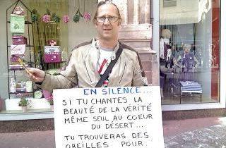Un journaliste de l'Express frappe le leader du Mouvement Raëlien français
